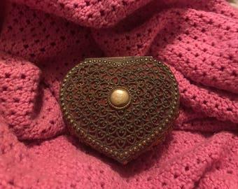 Norleans Antique Gold Tone filigrane en métal coeur en forme de boîte à bijou bijoux