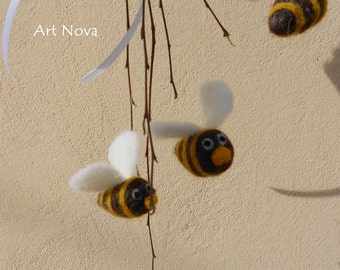 10 little needle felted bees, Bees mobile, Bee charm, DIY bees, DIY mobile, DIY kit bees, Diy baby mobile, Diy wreath, Diy craft bees