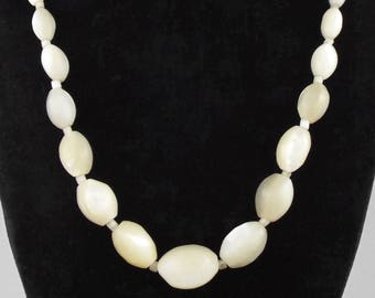 1920-40s - Art Deco / Vintage Mother of Pearl Graduated Beads Necklace