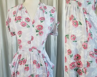 Pink Daisy Print 1940s Dress. Grey Rayon Floral Print 40s Dress.