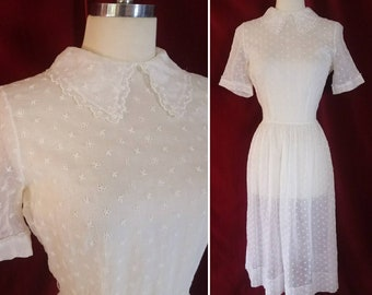 White Floral Eyelet Lace 50s Dress. Summer 1950s Dress in Sheer Cotton.