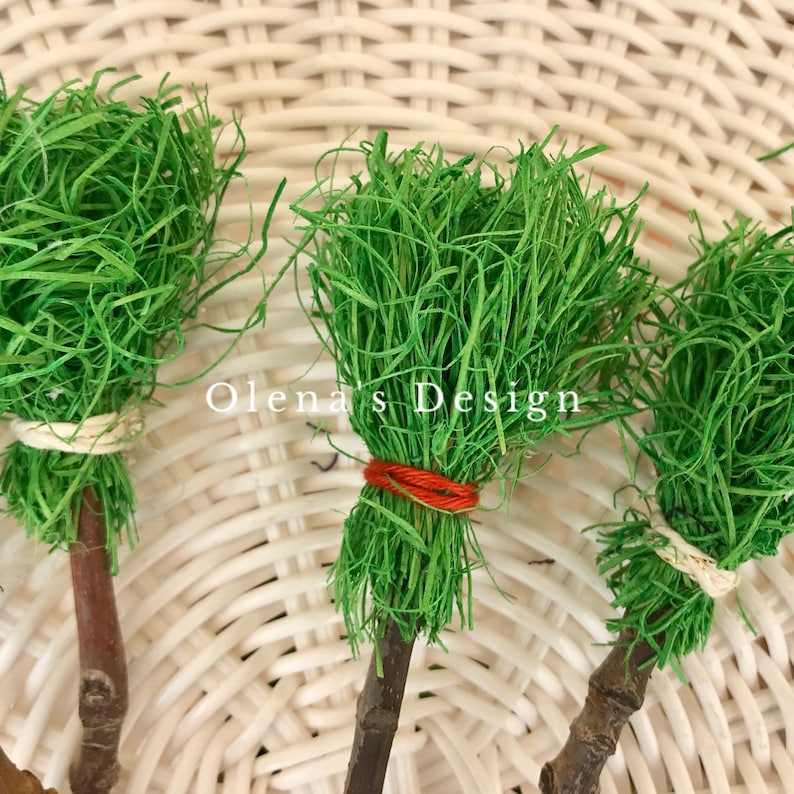 Set of 5 miniature handmade round excelsior parrot green brooms 7.5 Witch Halloween Terrarium Dollhouse Supply Home decoration Wicca Crafts