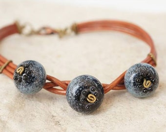 Blueberry bracelet - Berries on leather jewelry - Nature lovers lampwork jewellery - Glass berry contemporary bijou