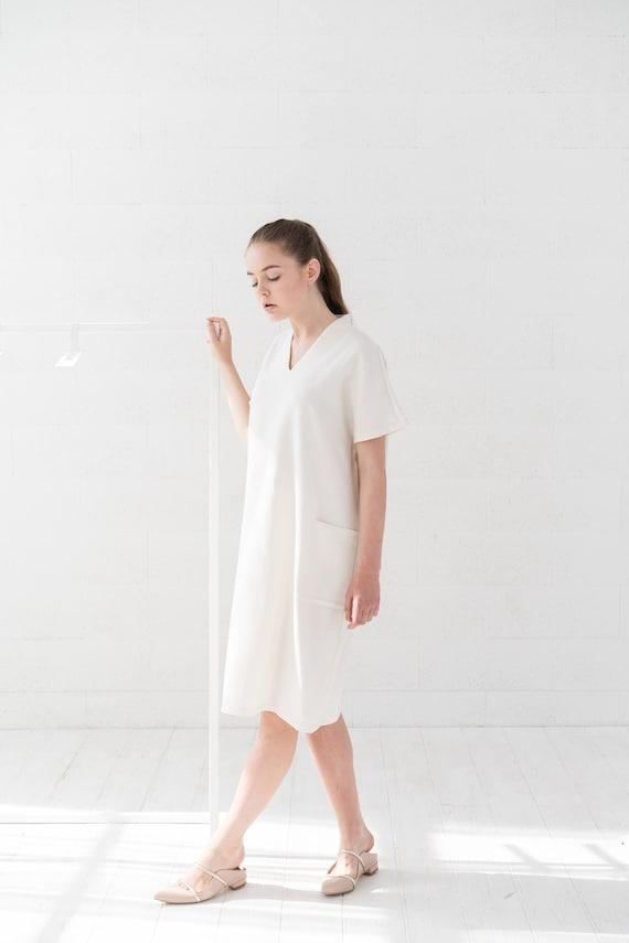 Women White Dress, Plus Size Clothing, White Wool Dress, V Neck Dress,  Minimalist Clothing, Winter Dress, Plus Size Dress, Knee Length Dress