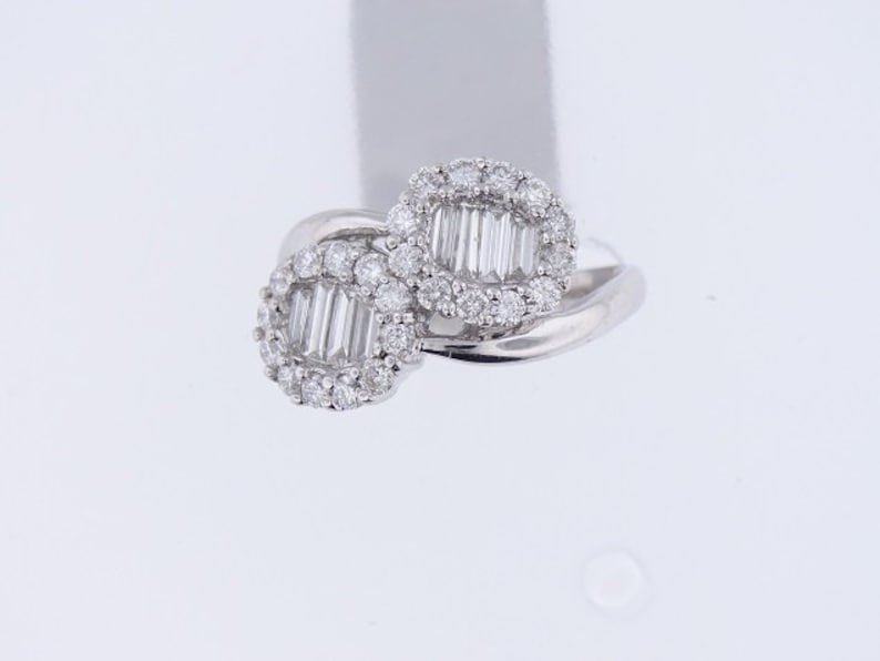 18K White Gold Round and Baguette Diamond Ring 1.50 Carats image 0