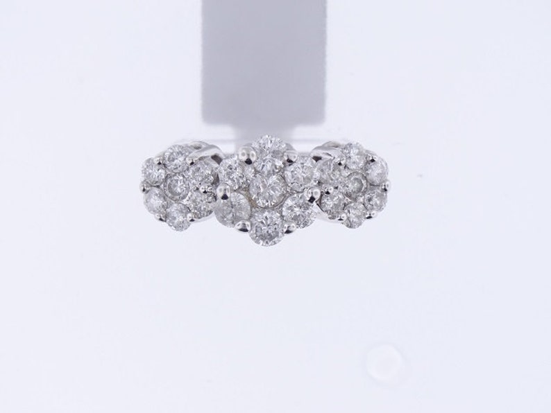14K White Gold Round Invisible Diamond 1.56 Carats Cluster 3 image 0