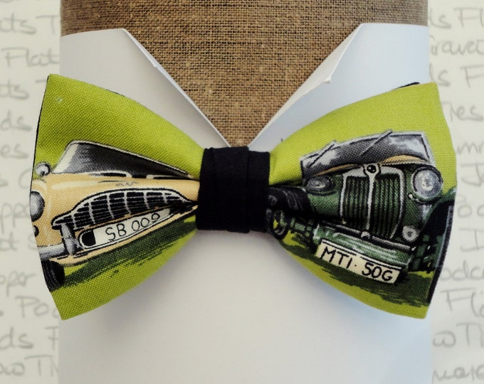Bow ties for men, old cars on a green background, pre tied bow tie, vintage cars bow tie