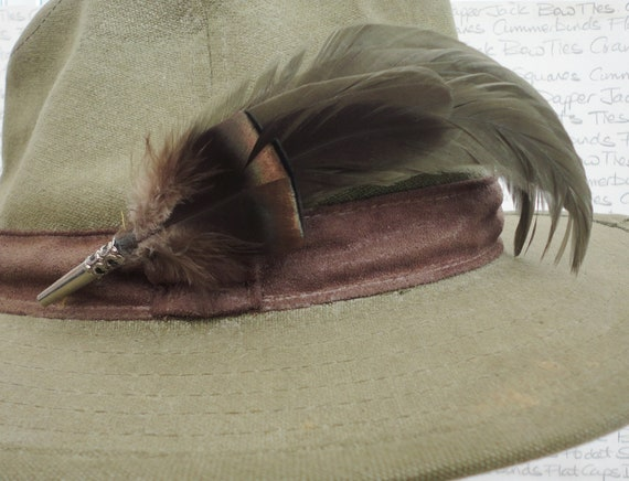 Feather hat pin,  Feather lapel pin, feather boutonniere