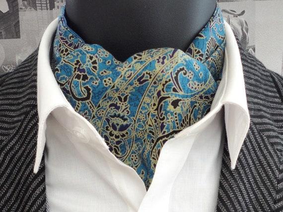Cravat, reversible cravat, paisley cravat