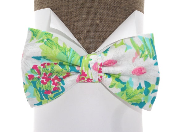 Bow tie, ideal for weddings, daisies on jade, self tie or pre tied bow tie on an adjustable band, will fit neck size up to 20""