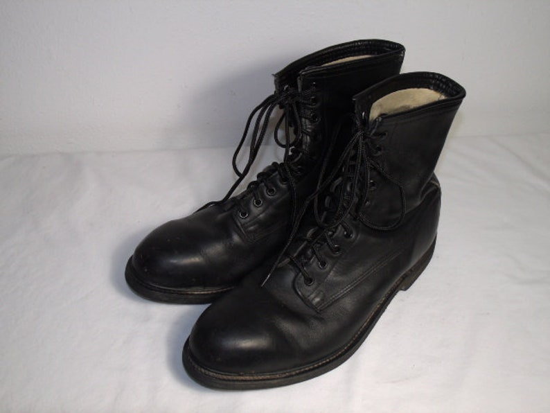 c4898623661 Men Size 11 1/2 Vintage 1994 Wolverine Black Steel-Toe Combat Boots With  Oil-Proof Soles