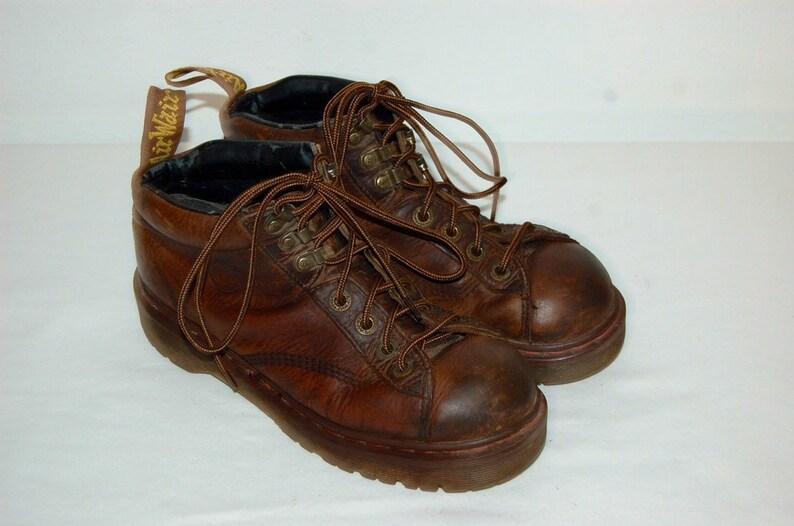 ccd72cbfab8 Femmes 8 US 6 UK Dr Martens Airwair chaussures en cuir marron