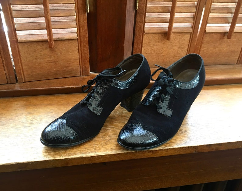 3e5ee8248e906 VINTAGE 1940's ladies OXFORD Wingtip shoes by Dr. M.W. Locke with sturdy  heel