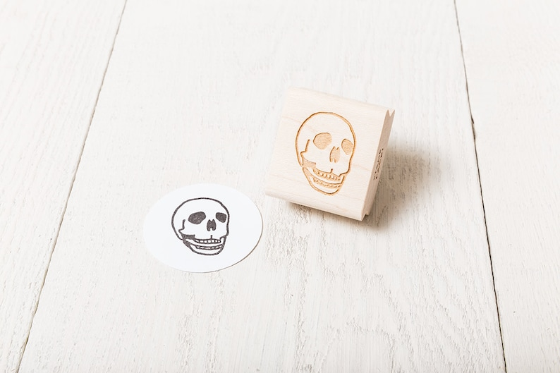 Human Skull  Rubber Stamp  Right Facing image 1