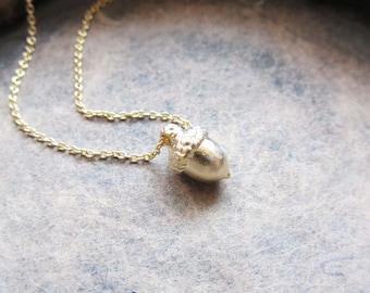 Tiny acorn pendant necklace,acorn necklace,nature necklace,gold acorn necklace,silver acorn necklace/pendant necklace