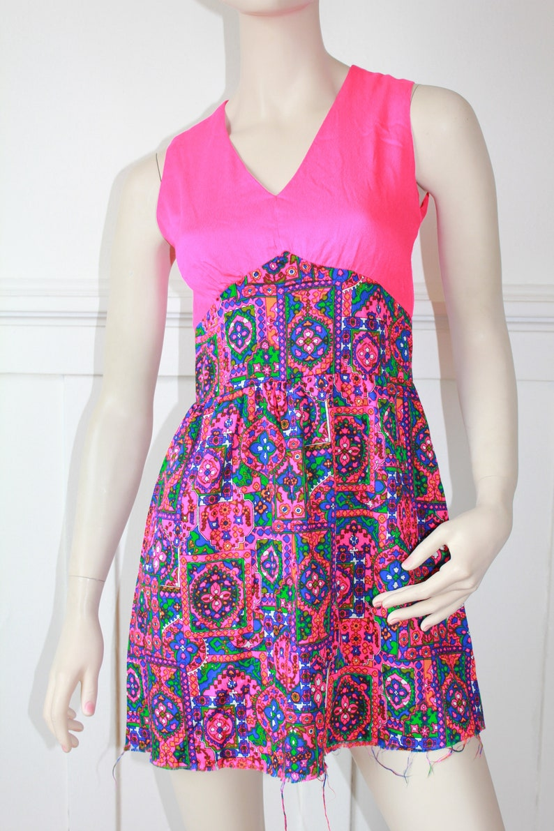 size S M waist 28 60/'s hot Pink Patterned Psychedelic Dress
