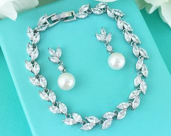 Bridesmaid Jewelry Bracelet Gift Set, Silver Crystal wedding Jewelry Set, Pearl Bridesmaid Jewelry Set, Eve Bridesmaid Bracelet Set