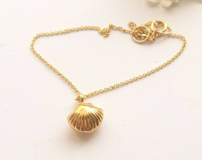 Shell anklet, gold anklet with vermeil shell charm