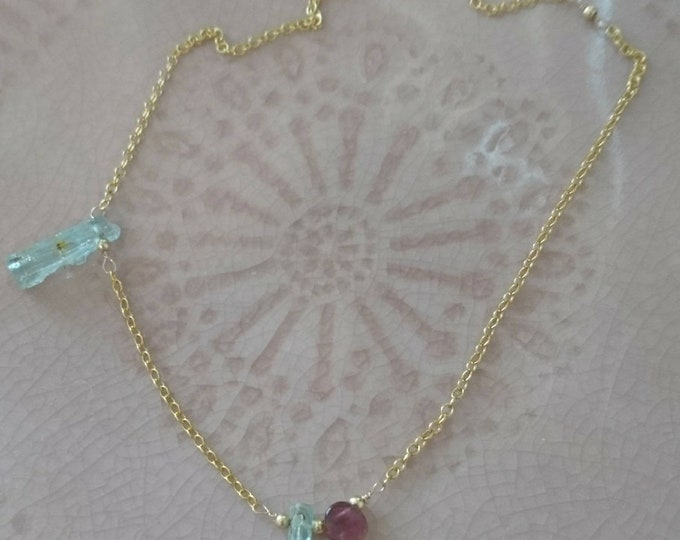 Raw aquamarine necklace with watermelon tourmaline and gold beads, minimal jewelry, summer accessory, crystal necklace, boho luxe jewellery