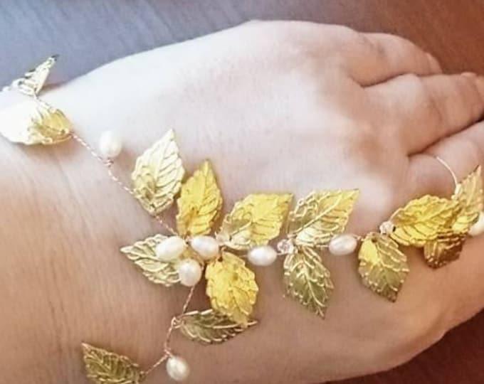 hand jewellery, goddess jewellery, bracelet gold leaves and pearls, goddess bride, costume goddess, gold leaf bracelet