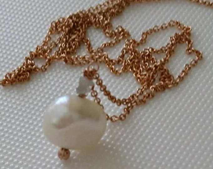 Single pearl necklace in 14k rose gold fill chain with 2 raw diamonds and a baroque pearl, bridal jewellery, modern pearl necklace