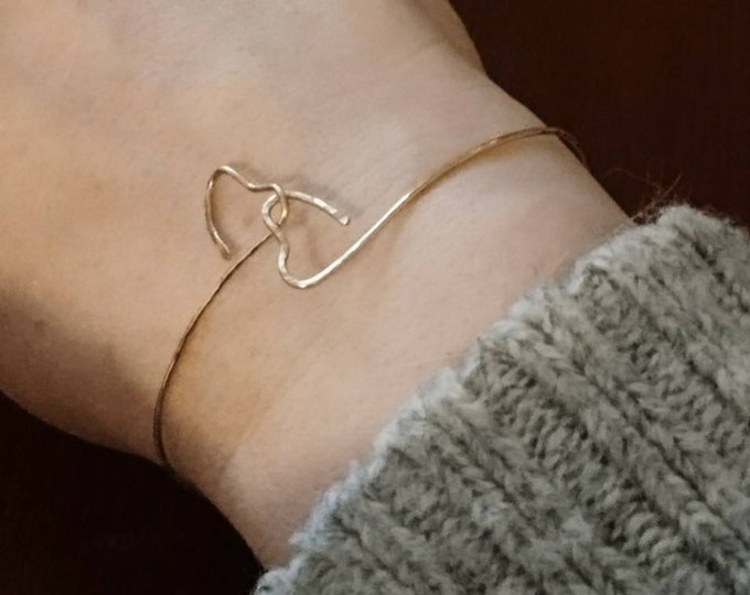 Skinny bangle, valentine gift for her, gold bracelet, hammered hearts bangle, two hearts as one, unity bangle, romantic gift, heart jewelry