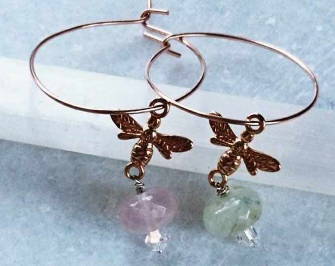 Rose gold bee earrings with rose quartz and prehnite, rose quartz earrings, prehinite earrings, summer jewellery, summer party,