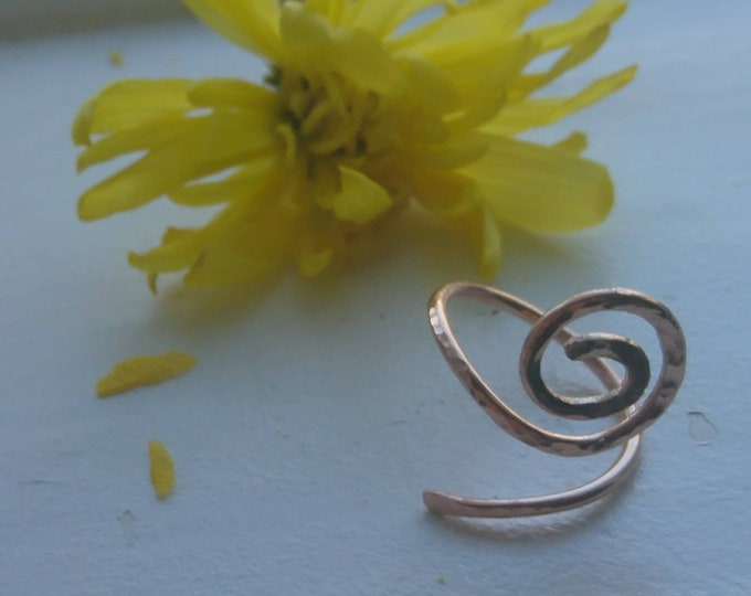 Hammered spiral ring