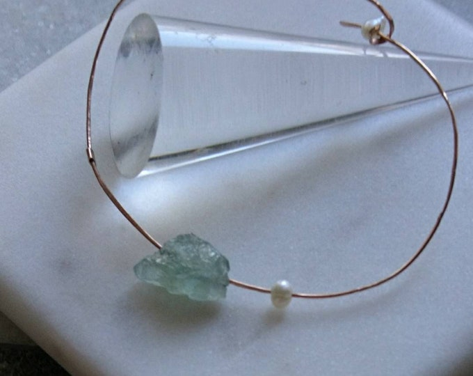 Rose gold aquamarine and freshwater pearl bangle, delicate gold bracelet with raw gemstone, something blue, unique jewelry, March birthstone