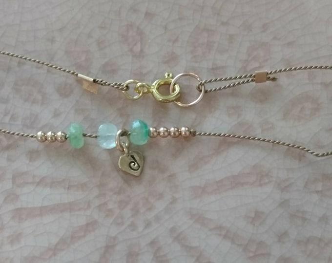 Emerald bracelet with heart personalised charm, May birthstone jewellery, best friend beaded bracelet with gemstone, raw faceted emerald