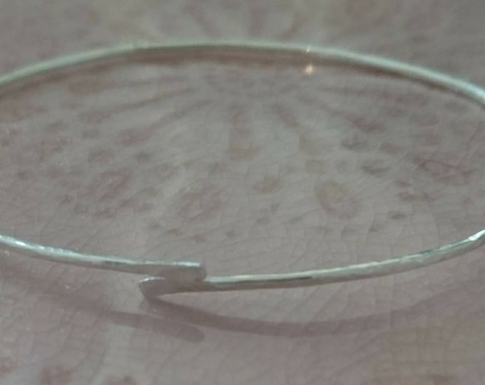 Skinny sterling silver bangle, 925 silver jewellery, stacking bracelets, textured simple wire bangle, hammered jewelry, boho chic