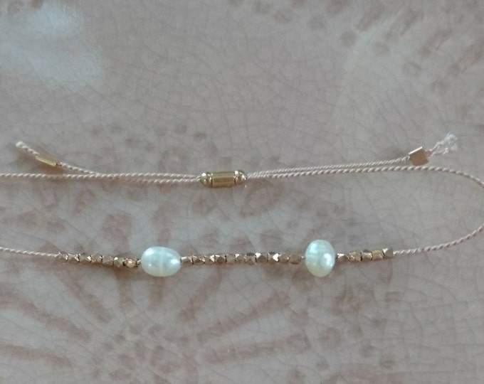 Pearl bracelet with gold vermeil tiny nuggets, June birthstone skinny layering jewelry, silk gift for her birthday, boho chic jewellery
