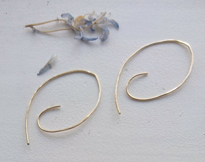Simple spiral earrings in 14k gold fill, hammered contemporary threader earrings