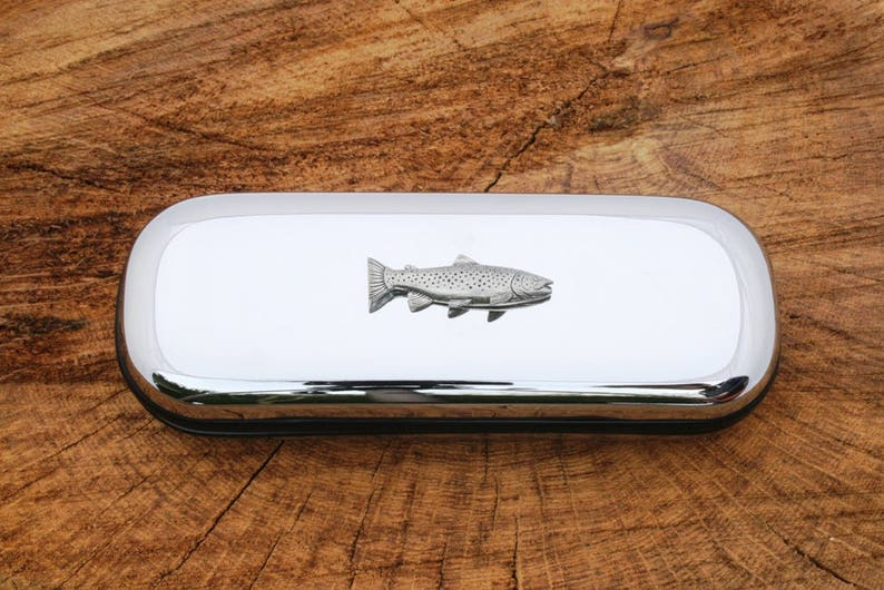 Brillen Dames: accessoires Common Carp Fishing Glasses Spectacle Case  Gift FREE ENGRAVING POSTAGE