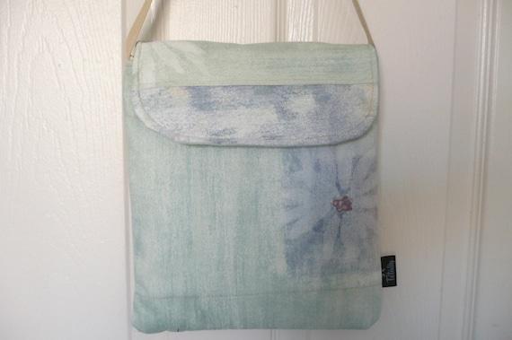 Ocean Blue Daisy Hip Bag