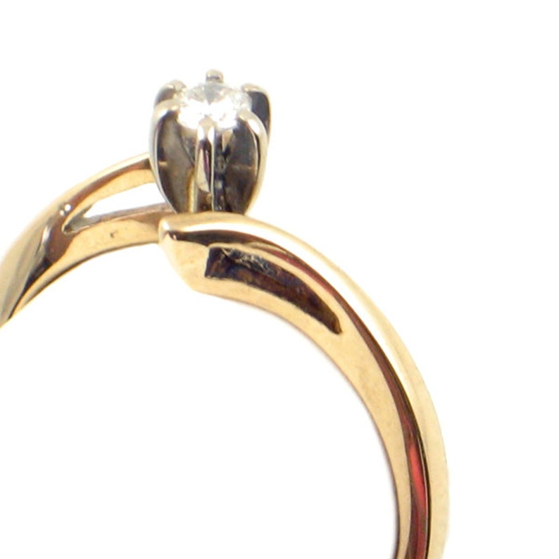 Size 5 Vintage 14K Gold /& Diamond Engagement Ring Classic Solitaire Diamond Ring