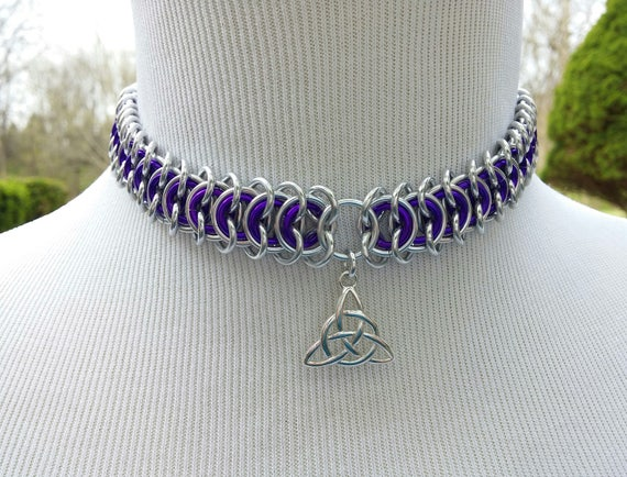 24/7 Wear Discreet Symbolic Day Collar, BDSM Submissive Slave Collar with Celtic Triquetra, Chainmaille Collar with Color Options