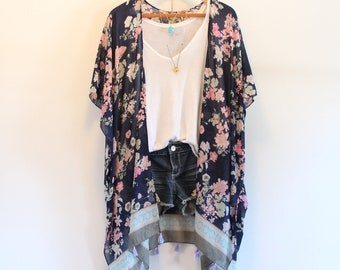 Long bohemian kimono * Japanese inspired * Flower pattern * Tassels *