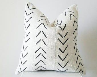 Editor's Pick Mudcloth Pillow Cover, Authentic Vintage Mali Bogolan, Ivory/Cream White, Arrows, Chevron, Geometric SKU: MW001