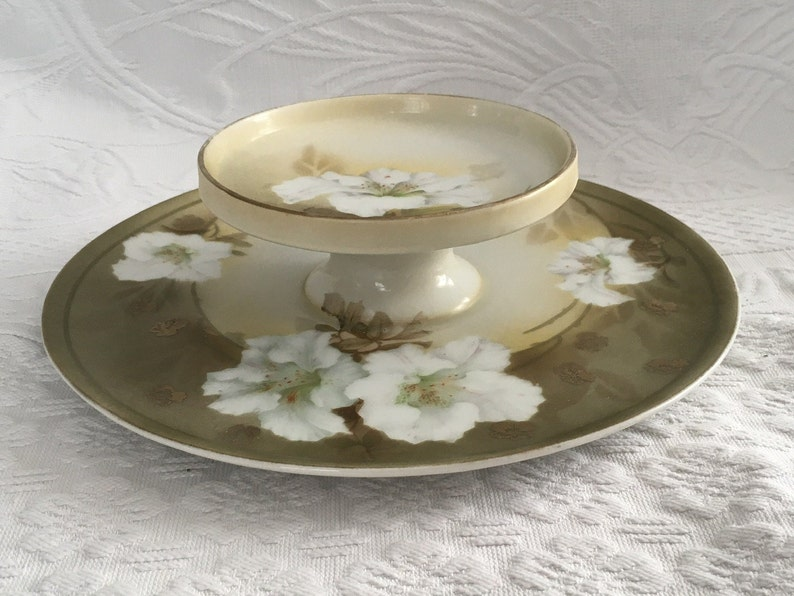 R S Germany Round 2 Tier Appetizer Canap\u00e9 Snack Dessert Plate Decorated with White Lilies on Green /& Cream Background 8.5\u201d D Gold Trim
