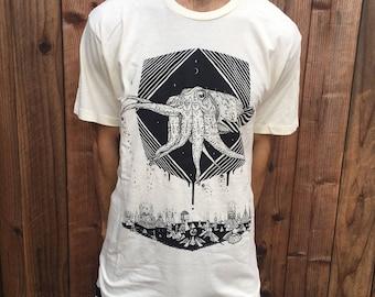 The Pharaoh Cuttlefish - Organic Cotton Men's Tee Shirt/ Cuttlefish / Nature / Deep Sea / Sea Creature / Spaceship / Sci-fi / Pyramid City