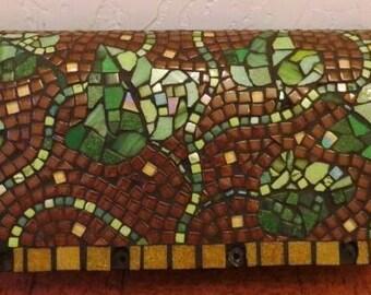 Mosaic Mailbox Ivy on brown
