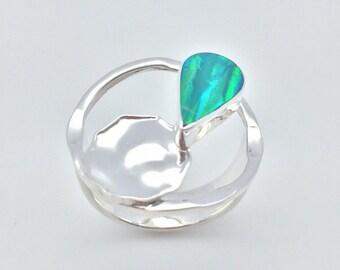 Round Shape Emerald Green Fire Opal Inlay Silver Jewelry Stud Pierced Earrings
