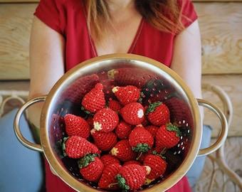 Crochet strawberry, 1 piece, crochet fruit, play food, Montessori spielzeug, kinderküche, cuisine, kitchen, Waldorf, summer, pretend play