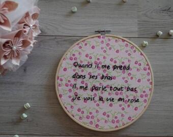 Embroidered frame ' Je vois la vie en Rose '