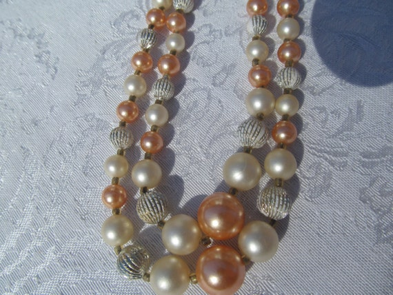 Vintage  2 row  beads   faux  pearls  pink  and white    hoker  from the  60/'s    70/'s   made  in  Japan