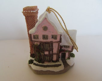 Fairy Tale Castle - Suffolk House - Collectable - display - Ornament -