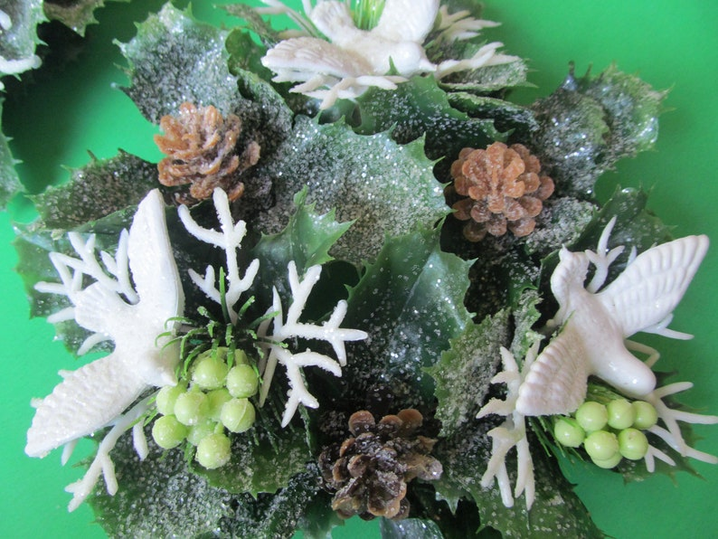lot of  2 Plastic Ivy Christmas TableDecoration Birds   Doves Berry/'sPine Cones  60/'s item Vintage Candle Wreath