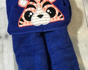 Peek-Over Animal Hooded Bath Towel, Multiple Animal choices Monogrammed Hooded Swim Towel, personalized Hooded Towel, Baby Bath Towel,