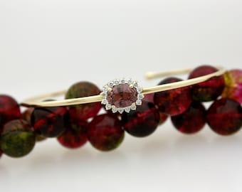Beautiful 1.21 Carat Lavender Oval Genuine Sapphire & Fine Brilliant Round Cut Diamond Ladies 18 Karat Yellow Gold Wire Cuff Bracelet S-97